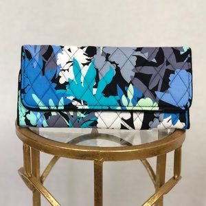 Vera Bradley camofloral classic quilted wallet.